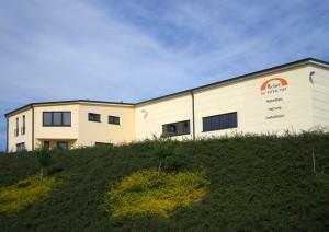 Außenansicht Werkhalle und Bürogebäude
