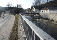 FüllstabgeländerGEL 4 auf einer Stützwand und Brücke in Chemnitz/Erfenschlag (Hochwasserschutz - 115m)