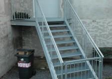 Fluchttreppenkonstruktion mit Gitterrostbelag und Geländer im Gasthof Venusberg, Drebach
